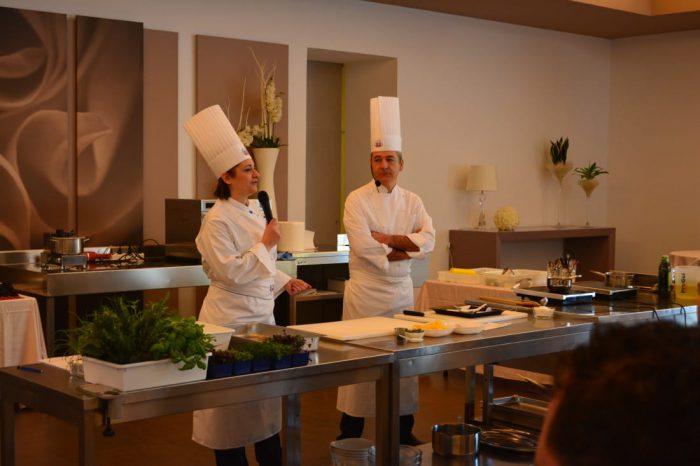 Rosaria Fiorentino ringrazia lo chef gianluca tomasi